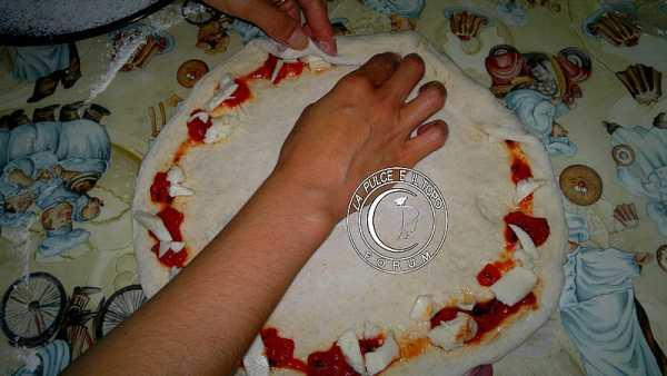 Pizza_bordi_pieni4.jpg